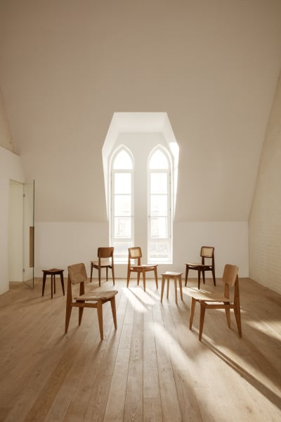 """Mit den zwei neuen Modellen umfasst die """"C-Chair""""-Kollektion bei Gubi fünf verschiedene Designs."""