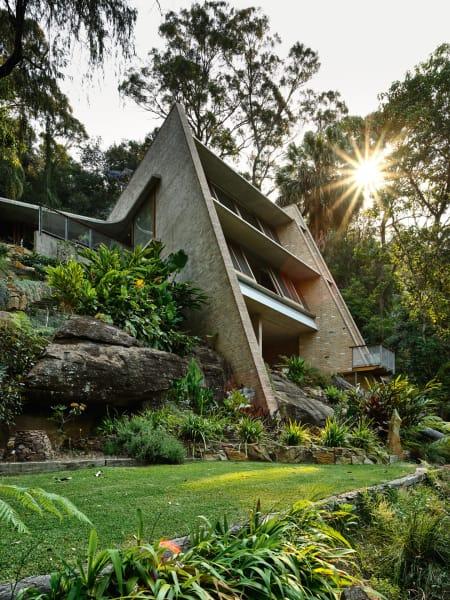Der angelegte Garten ums Hausnimmt nur einen Bruchteil des 22000 Quadratmeter großen Anwesens ein, der Rest ist Wildnis.
