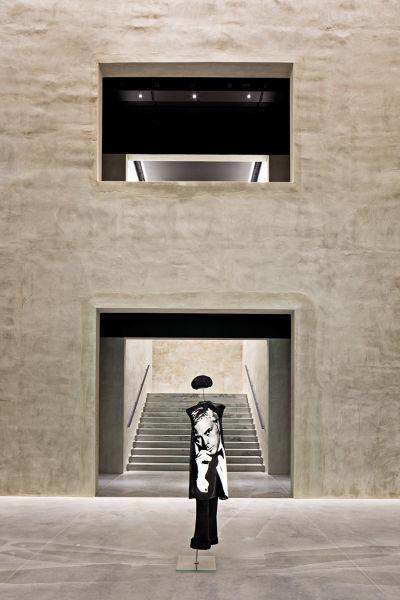 Eintritt in die Terra Armani: Giorgio Armani feiert den 40.Geburtstag der Marke mit der Eröffnung einer Gesamtschau seines Werks.