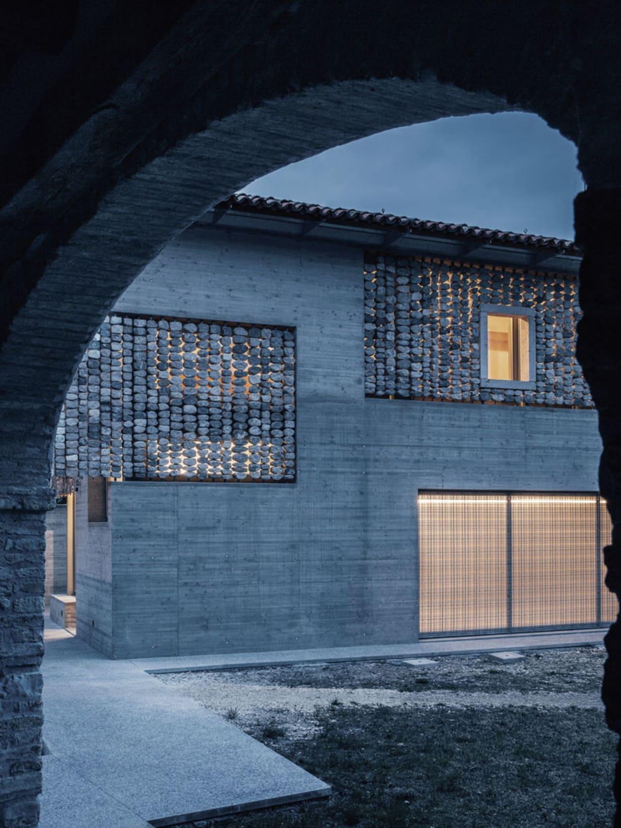 Flyingstones, Mattia Balsamini, Italien, Haus aus Stein, Stefano Pujatti