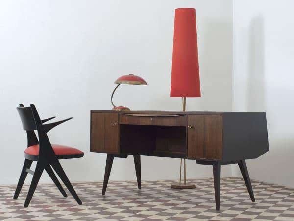 Besonderheiten aus 120 Jahre Produkt- und Möbeldesign von Art Deco über Bauhaus und Midcentury-Chic bis hin zu zeitgenössischen Entwürfen.