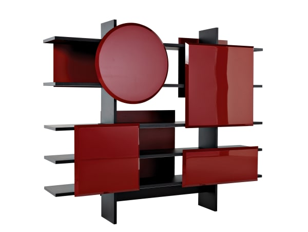 Die Farbe Rot ordnete Wassily Kandinsky der Form des Quadrats zu. Marcel Wanders spielt nun für Roche Bobois mit der Elementarlehre. Ein Kreis bricht beim Bücherregal aus MDF-Platten und Acryl das Lineare, via roche-bobois.com. 7330 Euro.