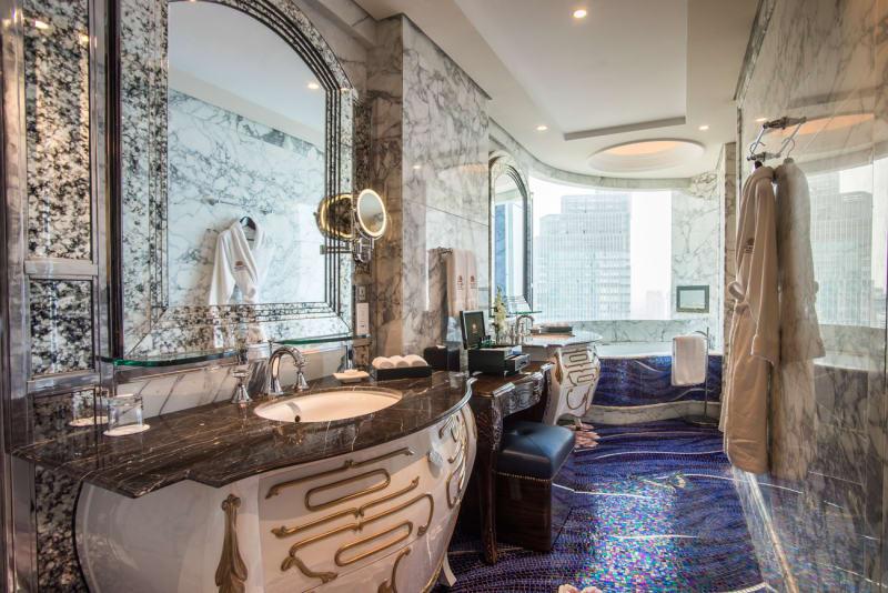 The-Reverie-Saigon---Panorama-Suite---Bathroom---I