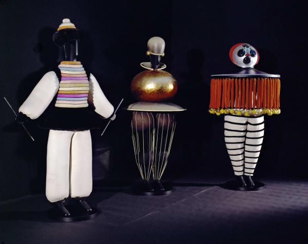 """Das Triadische Ballett von Oskar Schlemmer mit seinen ikonischen """"Figurinen"""" gehört zu den bekanntesten Bühnenwerken des Bauhausmeisters."""