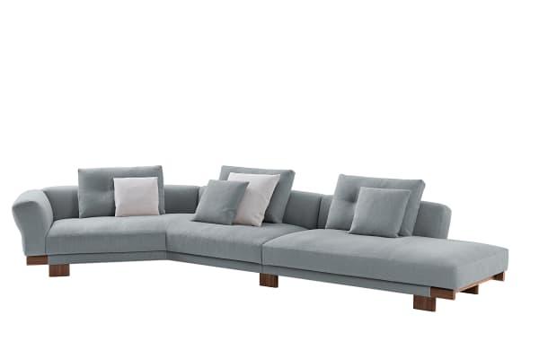 """Viel Raum zum Nachdenken – und Entspannen: Patricia Urquiolas großzügiges neues Sofa """"Sengu"""" (Preis auf Anfrage) für Cassina."""