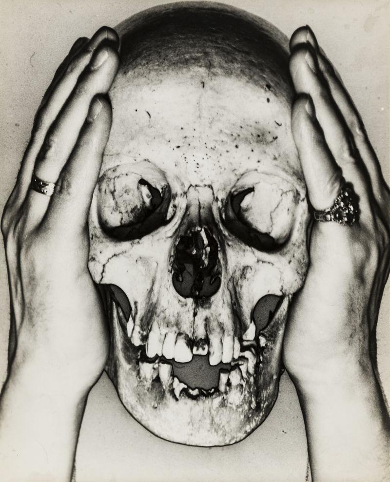 Erwin Blumenfeld, Totenschädel,1932/33