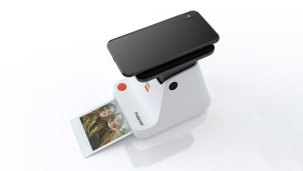 """AD verlost ein ein Exemplar des """"Polaroid Labs""""."""