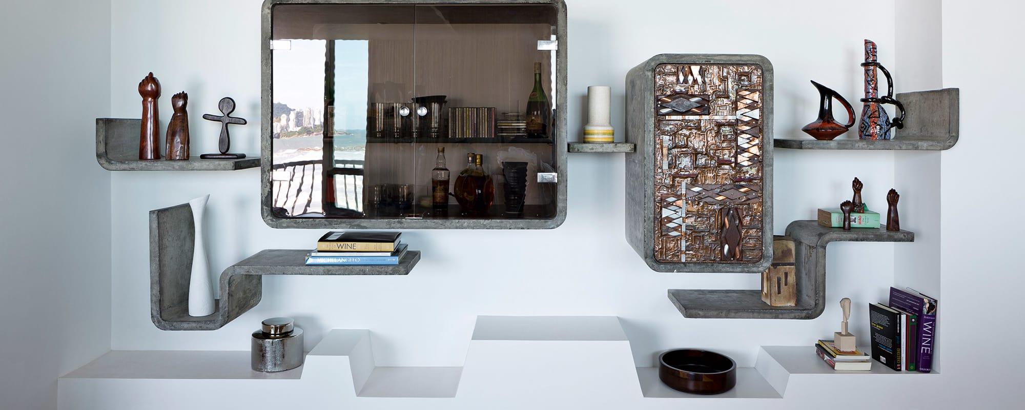 Unikat, Wandregal, Wohnzimmerregal, Glasfront, Schränkchen, Hugo Rodriguez, Relief, Beton, Brasiien-style, René Fernandez, São Paulo,