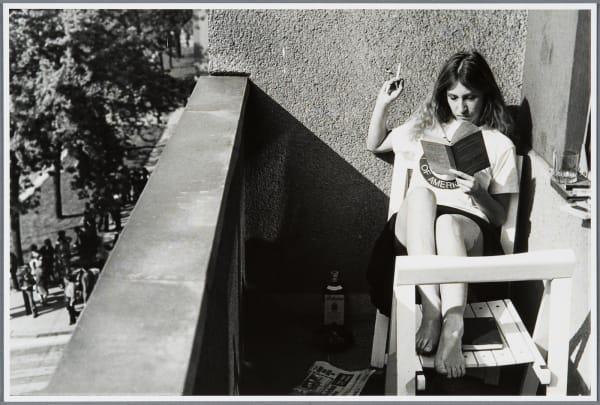 """Sanja Iveković, """"Triangle 2000+"""" (1979), Fotografie (aus einer Serie von insgesamt vier Fotografien)."""