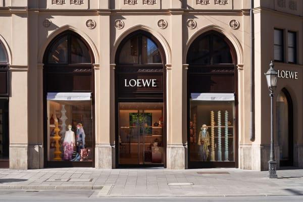An der Maximilianstraße reiht sich der Flagship Store an die Länden von Dior und Armani.