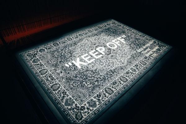 """Teppich """"""""KEEP OFF"""""""" wird als Teil der limitierten Ikea-Art-Kollektion nächstes Jahr in den Handel kommen, alle weiteren Produkte von Abloh gehören zur Kollektion """"Markerad""""."""
