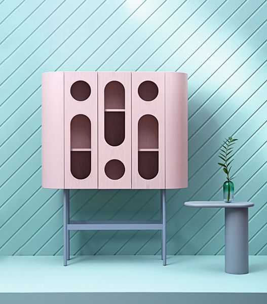 "<p>Pretty in Pastel: Matteo Zorzenonis Highboard""Oblò"" (4400 Euro) und Sidetable ""Cantilever"" (1100 Euro) aus Esche und Metall für scapincollezioni.com</p>"