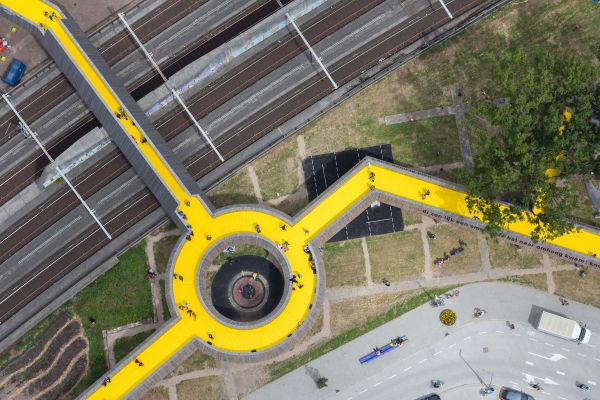 """Die Brücke """"Luchtsingel"""" soll das Herz Rotterdams, im Bezirk Hofplein, wieder aufblühen lassen."""