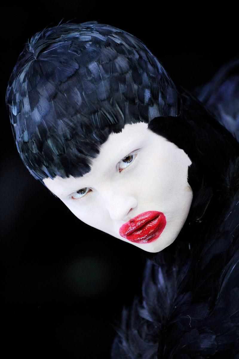 9._Duck_feather_dress_The_Horn_of_Plenty_AW_2009-10._Model_Magdalena_Frackowiak