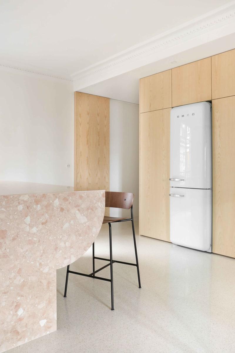 Einbauschrank in einer Küche von Heju Studio