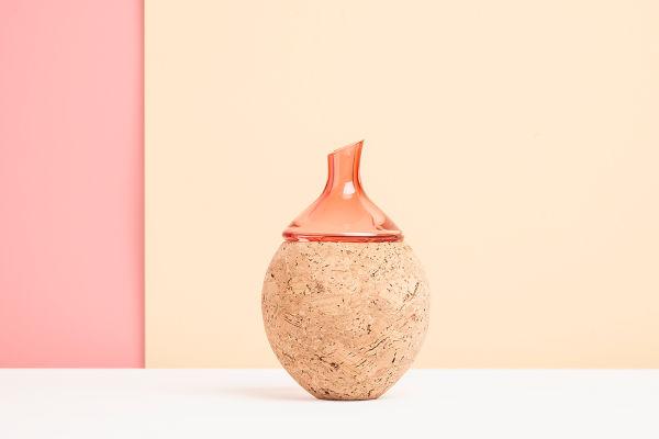 """<p>""""Onion""""-Gefäß von Utopia & Utility aus Glas und Kork, 11 x 17 Zentimeter, 241 Euro.</p>"""