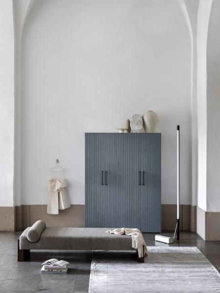 """Griffe und Füße runden die """"neuen-alten"""" Möbel individuell ab. Hier der Farbton """"Cloudy Wood""""."""