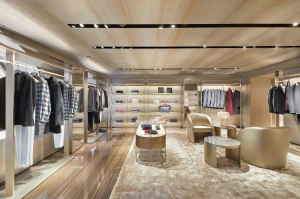 Das Konzept wurde von Giorgio Armani mit Hilfe seines Architekten Teams entwickelt.