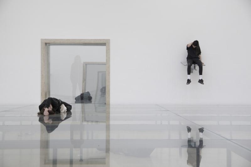 Eliza Douglas und Franziska Aigner in Anne Imhof, Faust, 2017 Deutscher Pavillon, 57. Internationale Kunstausstellung– La Biennale di Venezia