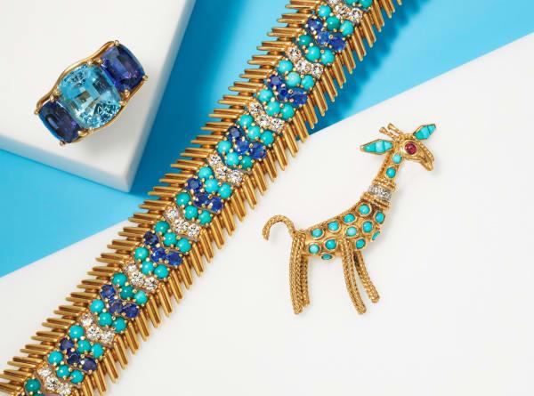 """Die Highlights der """"Jewels Online""""-Versteigerung: ein Ring von Verdura (Aquamarin und Iolith, $3,000 - $5,000), ein Armband von Tiffany & Co (Diamant, Saphir und Türkis, $5,000 - $7,000) und eine Giraffen-Brosche von Boucheron (Türkis und Diamant, $3,000 - $-5,000)."""