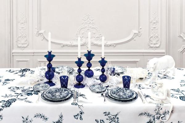 """Jetzt ziert Muster """"Toile de Jouy"""" die neue Tableware-Serie von Dior."""
