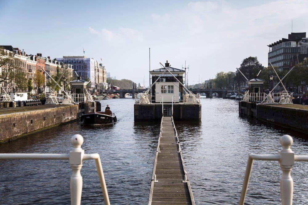 In Amsterdam kann man jetzt in alten Brückenwärterhäusern übernachten