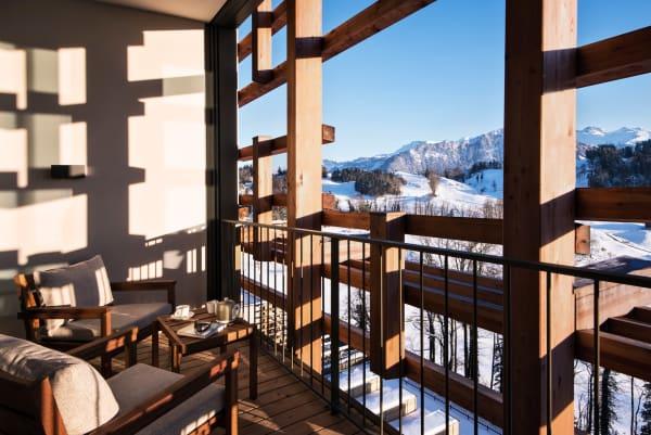 """Matteo        Thuns """"Waldhotel"""" liegt auf dem Bürgenstock, einem Gipfel in den Schweizer Alpen. Früher dachte        man, vom ihm gingen heilende Kräfte aus – heute setzt man neben Saunen,        Eisbad und frischer Alpenluft auch auf reduziertes Design, dessen        Leichtigkeit die Lebenskraft stärke."""