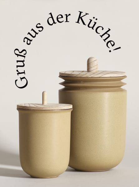 """Necessary Objects Jar"" aus Ton in Ocker"
