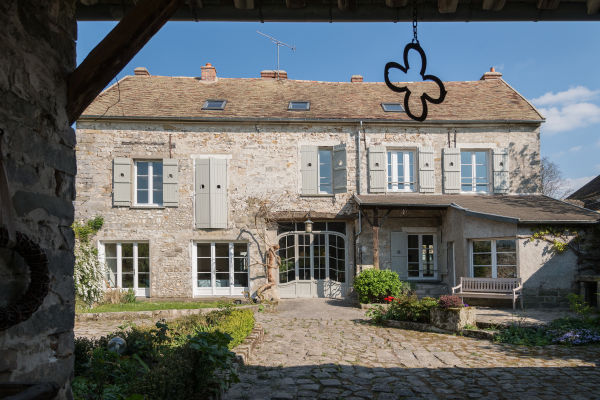 Willkommen in Courances! Hier kauften Gesa Hansen und Charles Compagnon ein Landhaus aus dem 19. Jahrhundert, ein ehemaliges Postgebäude.