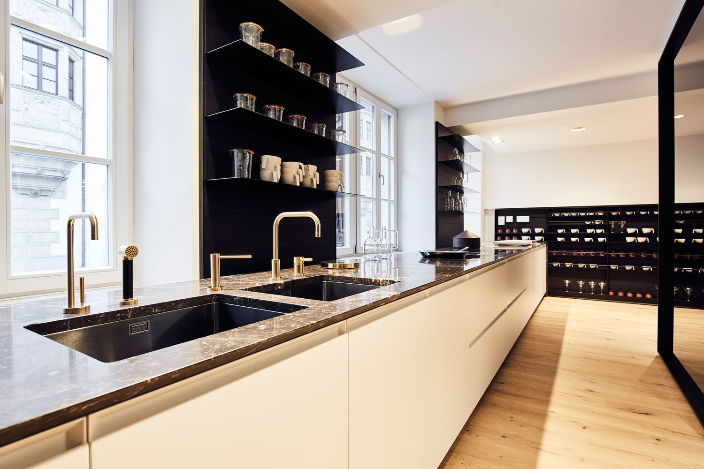 b hmler er ffnet eigenen poliform store in m nchen ad. Black Bedroom Furniture Sets. Home Design Ideas