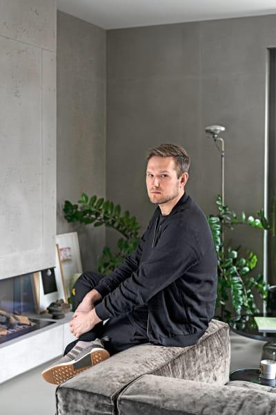 Sebastian Herkner zu Hause in Offenbach.