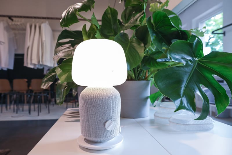Tischleuchte mit WiFi-Speaker