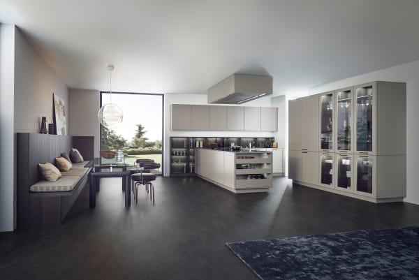 Was ist neu? Rahmenfronten, typisches Element der Landhausküche, in dezenter, reduzierter Optik. Und in den Farbtönen der Le-Corbusier-Palette! Ab Januar 2018 erhältlich.