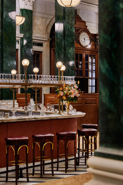 """<p>Im hauseigenen """"Cecconi´s"""" können Besucher italienische Gerichte genießen.</p>"""
