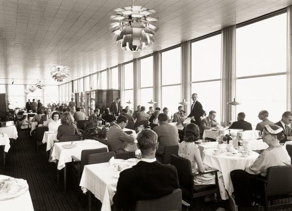"""Die """"PH Artichoke"""" im Restaurant Langelinie Pavillonen in Kopenhagen. Dort hängt sie noch heute."""