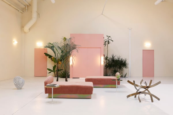 Samtmöbel in Rosé, ausgewählt von Designstudio Cordero Atelier.