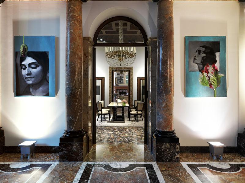 Bevor Bodino Designer wurde, studierte er an der Akademie Malerei – seine Gemälde in der Eingangshalle zeugen davon.