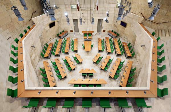 Maltas Parlamentsgebäude stattete UniFor in Zusammenarbeit mit Architekt Renzo Piano aus.