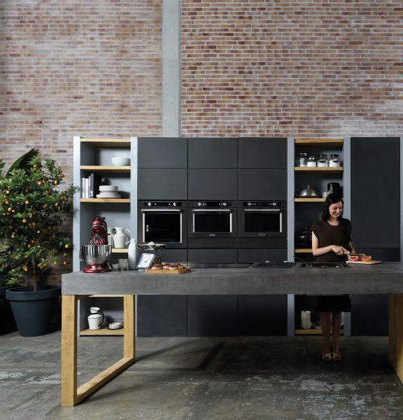 <p>Ab Juli ist der schwarze Look für die Küche erhältlich. Toll daran: die schwarzen Flächen sind schmutzunempfindlich und es gibt keine Fingerabdrücke.</p>