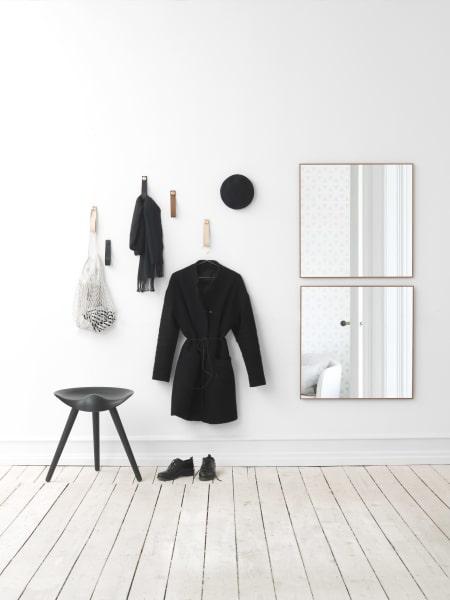"""""""Dansk Design"""" sei Dank: Der minimalistische Spiegel fügt sich in jeden Raum harmonisch ein."""