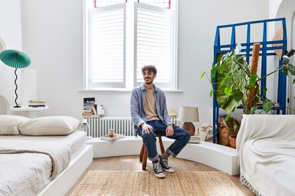 Das Sitzmöbel, von Piccolo liebevoll als Flintstone-Stuhl bezeichnet, hat die Londoner Händlerin und Interior Stylistin Maxime Fisher gefunden.