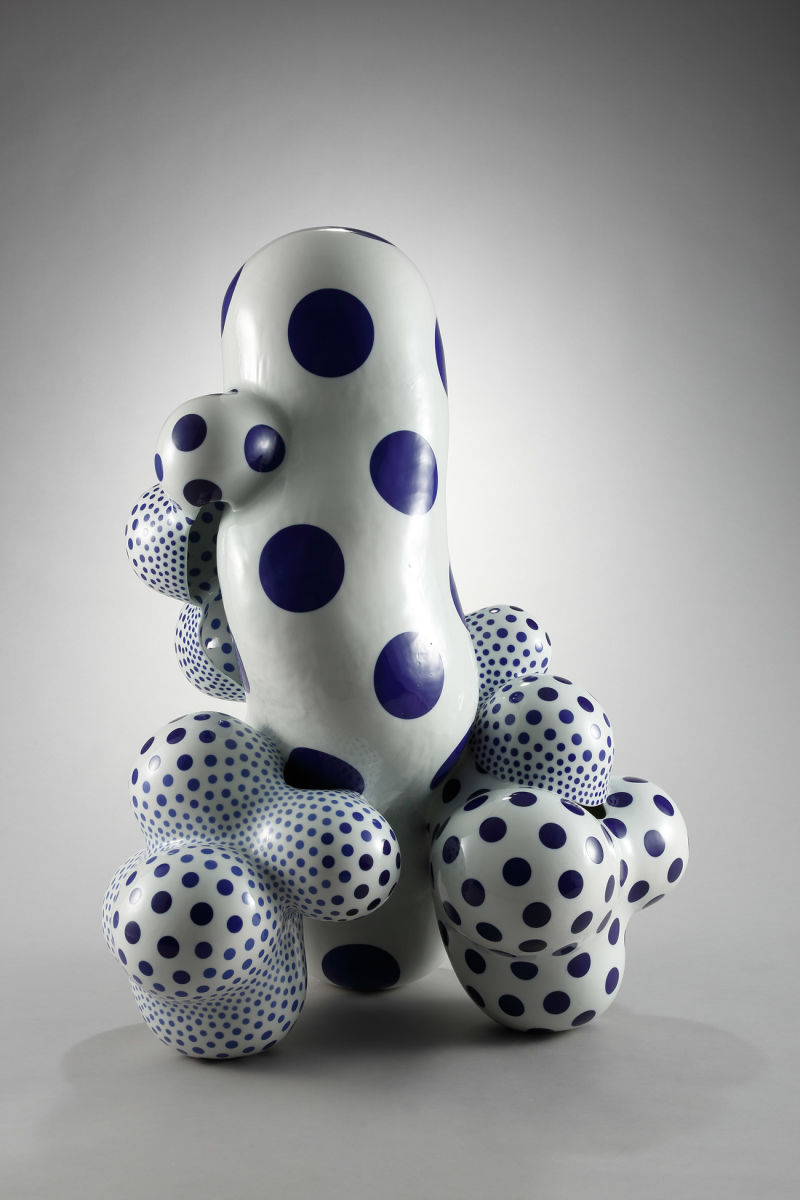 Harumi-Nakashima,-Forms-that-Reveal-the-Absurd-1408,-2014.-Porcelain-with-cobalt-in-glaze