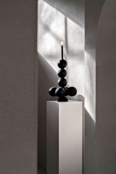 "Sakral!Handgearbeiteter ""Sphere""-Kerzenständer aus Iroko, 60cm, 1450 Euro arnodeclercq.com"