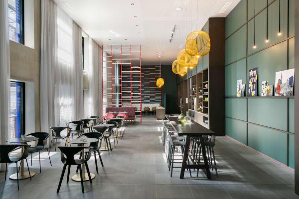 """Der 350 Quadratmeter große öffentliche Bereich, genannt """"The Club"""", ist das Herz des Hotels."""
