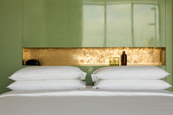 """Die Hotelmöbel stammt von Dimore Studio, einzelne Stücke sind von Pierre Frey und Thonet oder wurden speziell für """"Casa Fayette"""" designed und in Mexiko produziert"""