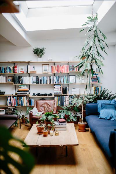 """Rechts im Bild steht Larsens Sofa-Entwurf """"A Sofa"""" für Formel A."""