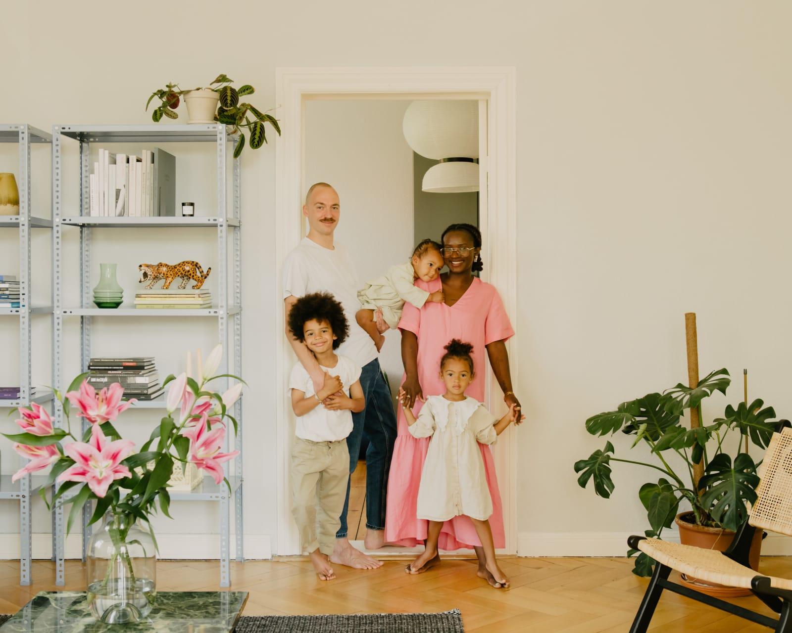 Charlène (31) und Lorenzo (39) mit Leone (6), Agnese (3) und Cleofe (2)
