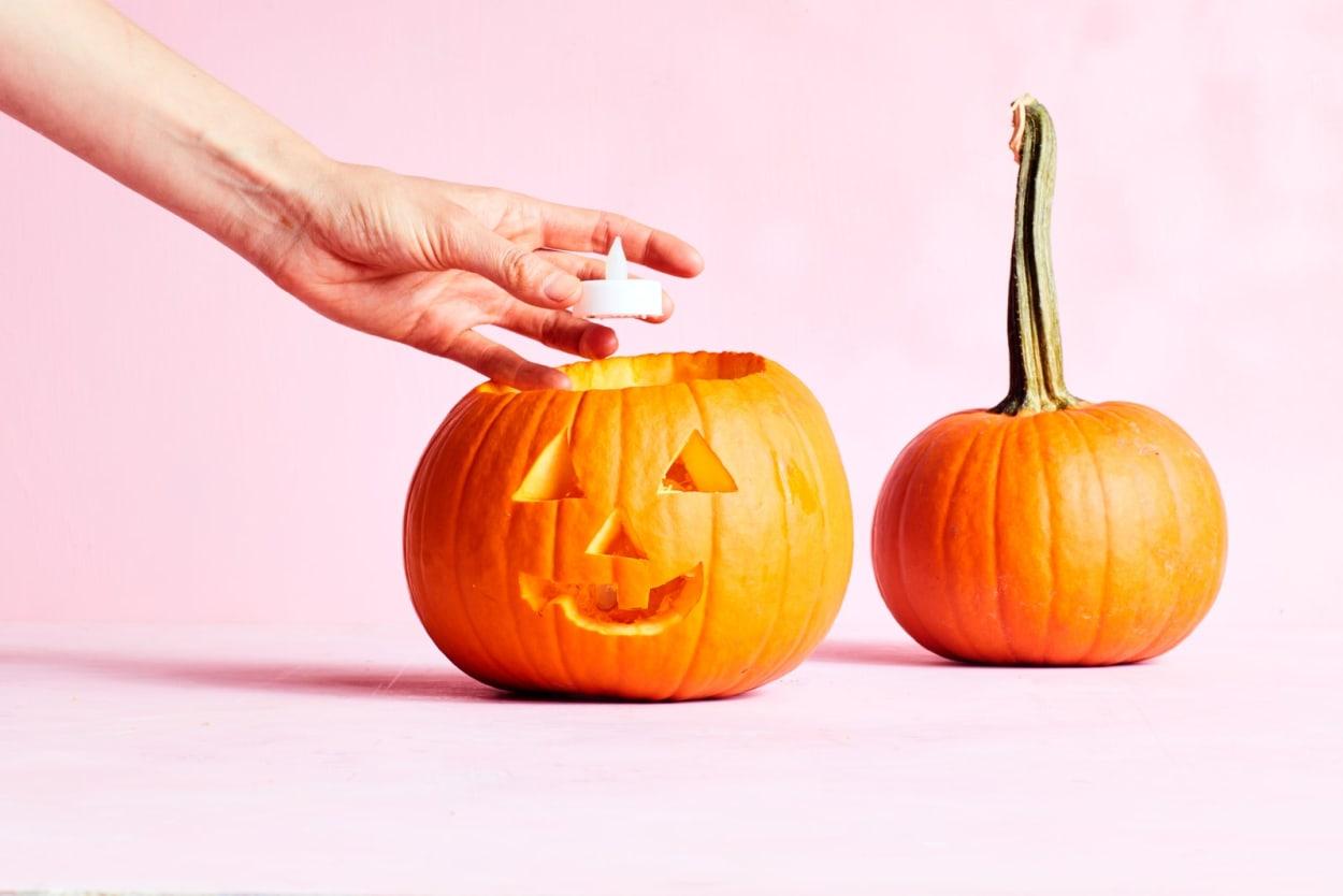 Kürbis schnitzen, Halloween, Herbstdeko