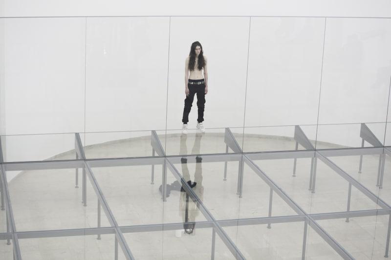 Eliza Douglas in Anne Imhof, Faust, 2017 Deutscher Pavillon, 57. Internationale Kunstausstellung– La Biennale di Venezia