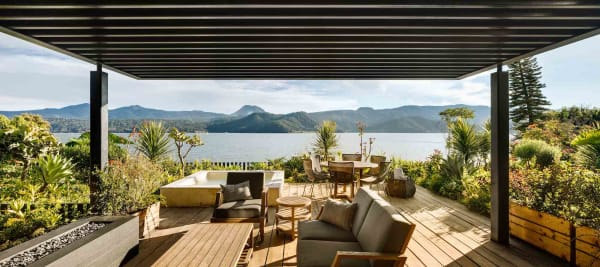 Umwerfend schön: die Aussicht von der Terrasse lädt zum Genießen und Entspannen ein